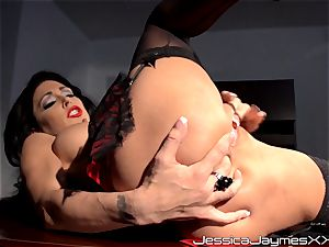 ultra-kinky dark haired Jessica Jaymes fingers her tastey cooter pie in her office