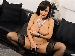 Lisa Ann pushes her faux-cock deep in her raw cooch
