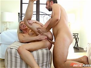 Anikka Albrite wants to be pummeled deep in the booty by Keiran Lee