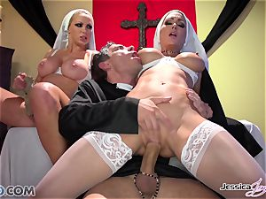 JessicaJaymes- Mick boinks Jessica and Nikki flawless booty