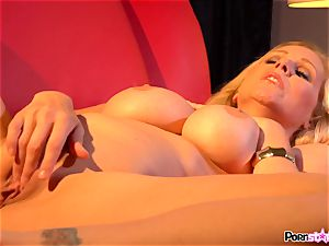 wild mother Julia Ann playing with her sweet milfy muff