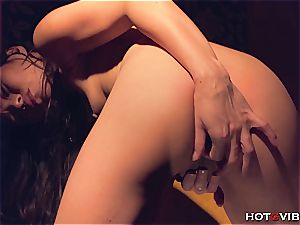 japanese bombshell gets noisy when she fumbles her fuckbox to an orgasm