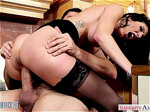 Darling Dava Foxx opens her gams for a good slit slurping