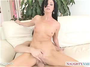 brunette India Summer gets puss pulverized