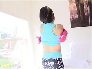 OPERACION LIMPIEZA - Latina maid rails hard-on to facial cumshot