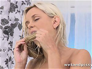 Dido angel packs her glass with pee