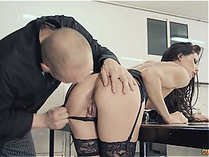 kinky Alexa Tomas wants her muffin cooked with cum