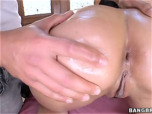 Charley chase juggling on a humungous wood
