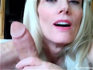 2 sausages For inexperienced GILF mummy