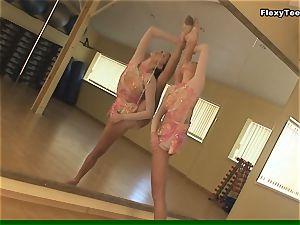 Lata Pavlova pink clad flexy dame