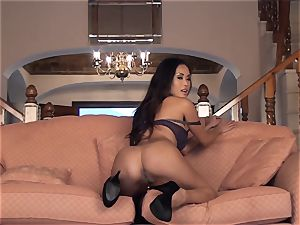 chinese sweetheart Davon Kim unclothes naked and drains