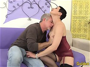 Mature bitch seduces a enormous Dicked fellow