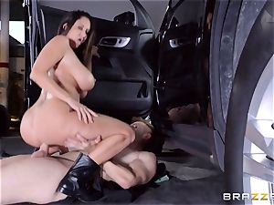 steaming cop Ava Addams takes advantage of a opportunity grip